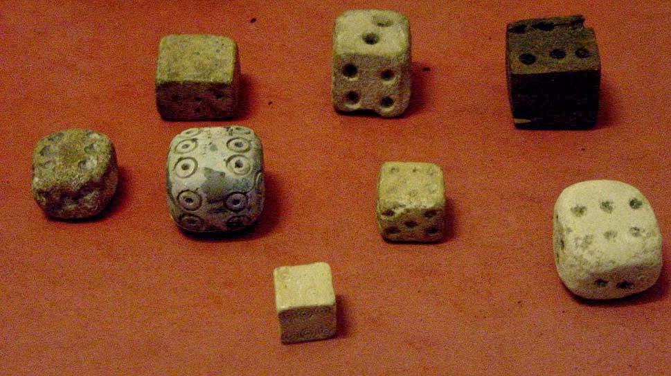 Dados antiguos de piedra